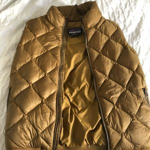 Patagonia Women's puffer bomber vest